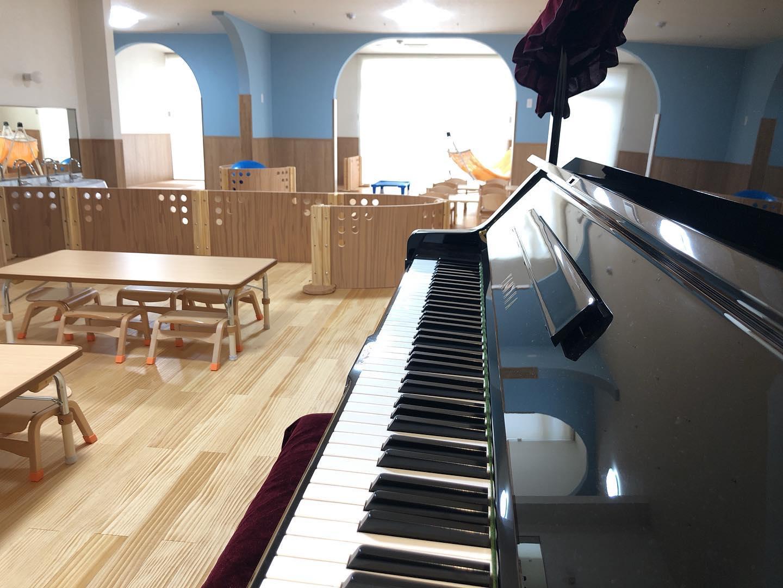 #舞多聞そらの保育園 #令和2年4月開園 #アップライトピアノ常設 #本物のピアノ #たくさん歌おうね #012歳児保育 #神戸市 #小規模保育園 #舞多聞100年の杜