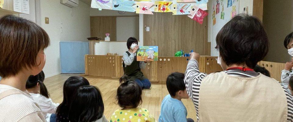#舞多聞そらの保育園 #こいのぼり製作 #大きな鯉のぼり #こどもの日 そらの保育園に巨大な鯉のぼり現るみんなで作ったかわいい鯉のぼりがひとつの大きな鯉のぼりに、、、まるでスイミー°・みんなひとつになって楽しい保育園にしようね#神戸市 #垂水区 #舞多聞 #小規模保育園 #舞多聞100年の杜